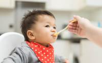 Việc cho con ăn dặm quá sớm sẽ làm tăng nguy cơ dị ứng thực phẩm